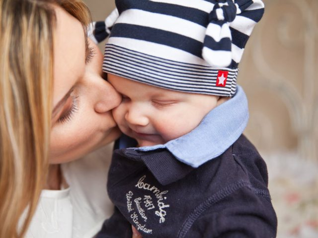 http://www.fertilityargentina.com/wp-content/uploads/2017/04/baby-baby-with-mom-mother-kiss-tenderness-67663-640x480.jpeg